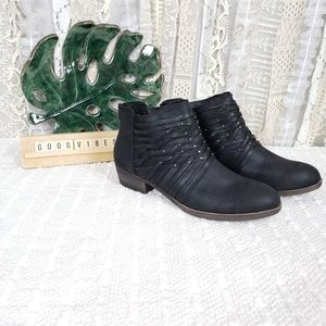 Sugar Womens Black Studded Distressed Ankle Boots